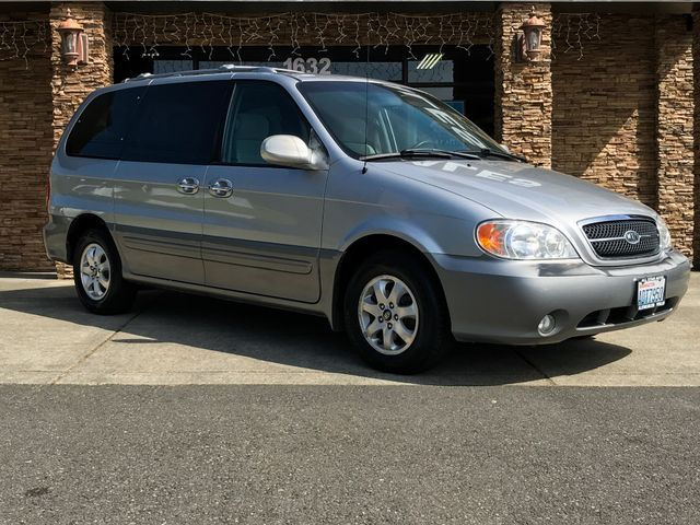 2004 Kia Sedona LX This vehicle is a CarFax certified one-owner used car Pre-owned vehicles can b