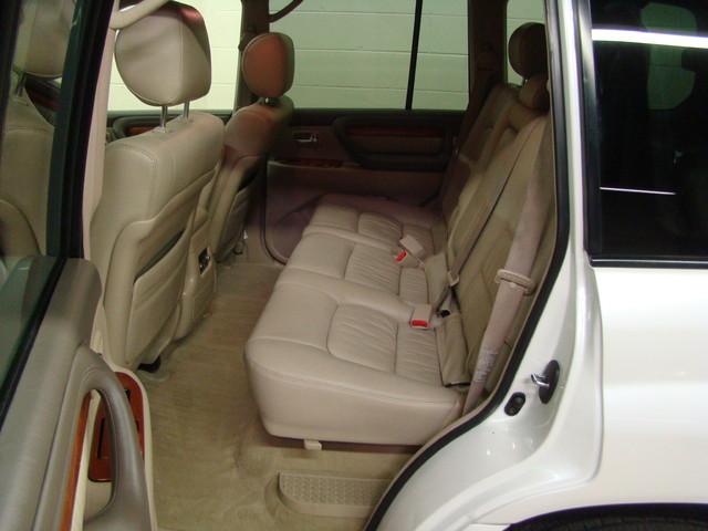 2004 Lexus LX 470 Batavia, Illinois 10