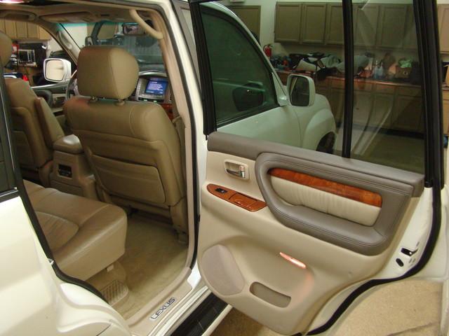 2004 Lexus LX 470 Batavia, Illinois 11