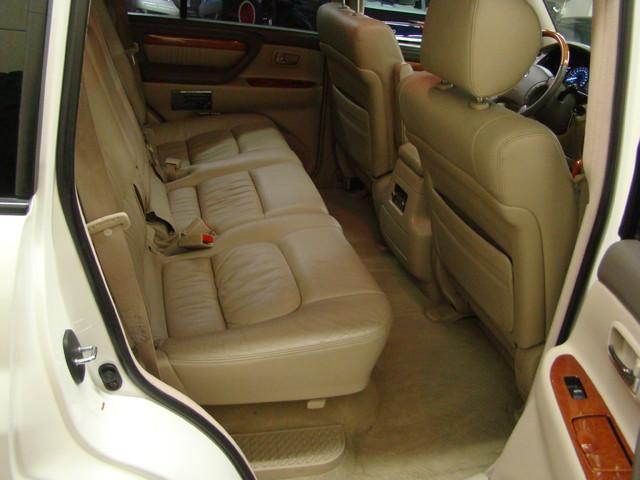 2004 Lexus LX 470 Batavia, Illinois 12