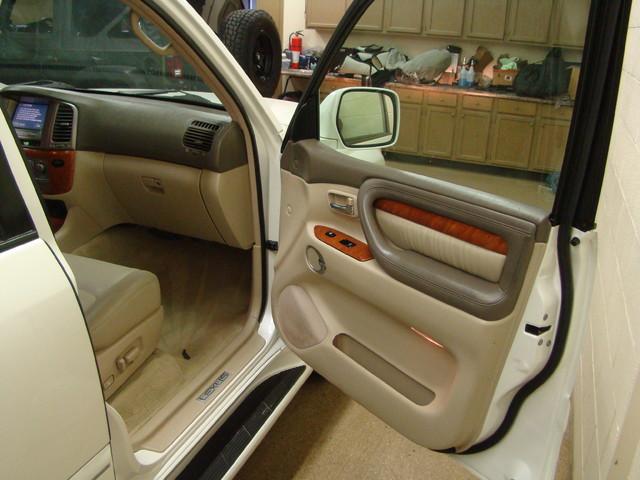 2004 Lexus LX 470 Batavia, Illinois 13
