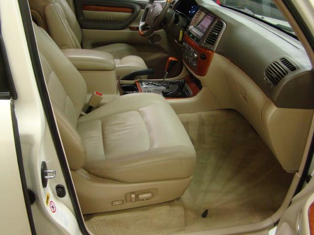 2004 Lexus LX 470 Batavia, Illinois 14