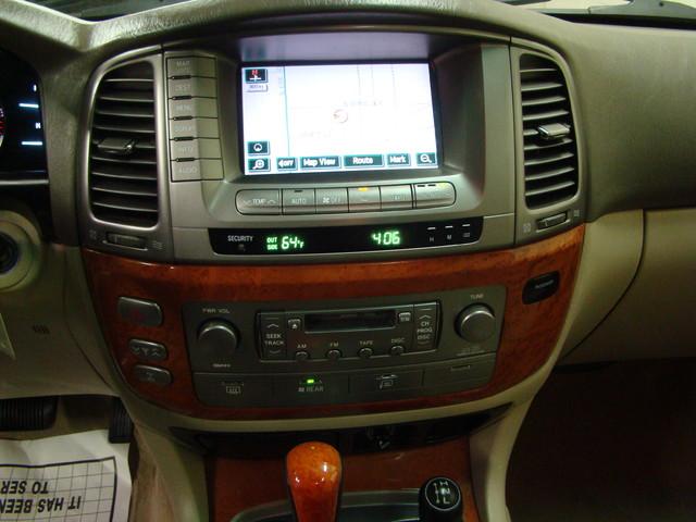 2004 Lexus LX 470 Batavia, Illinois 17