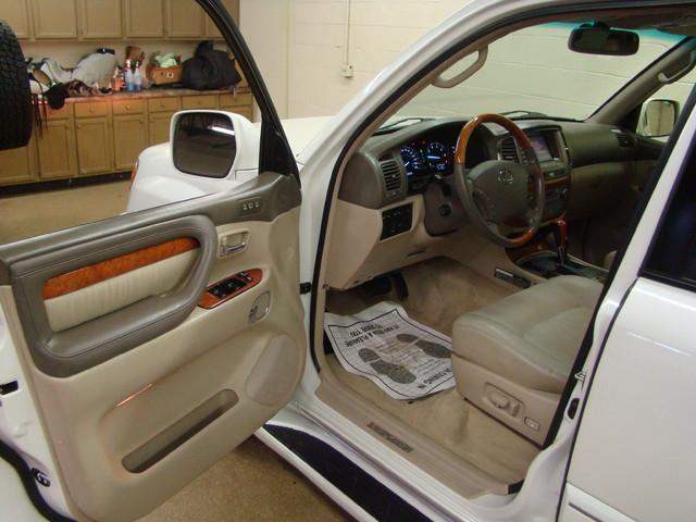 2004 Lexus LX 470 Batavia, Illinois 7