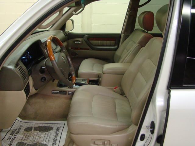 2004 Lexus LX 470 Batavia, Illinois 8