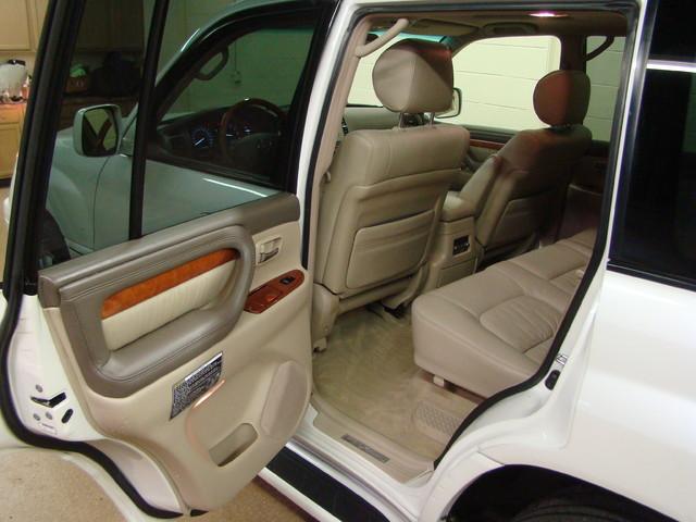 2004 Lexus LX 470 Batavia, Illinois 9