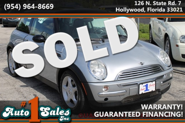 2004 MINI Hardtop  WARRANTY CARFAX CERTIFIED AUTOCHECK CERTIFIED 2 OWNERS FLORIDA VEHICLE