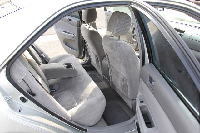 2004 Toyota Camry LE Reseda, CA 14