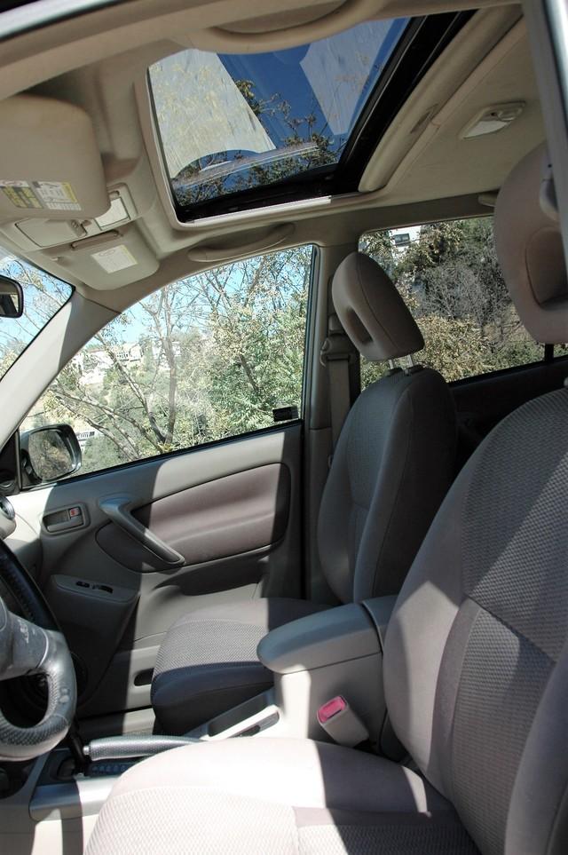 2004 Toyota RAV4 L Studio City, California 11