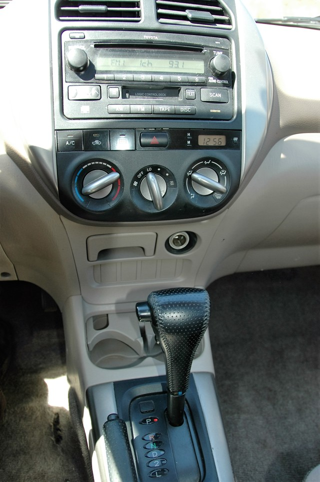 2004 Toyota RAV4 L Studio City, California 15