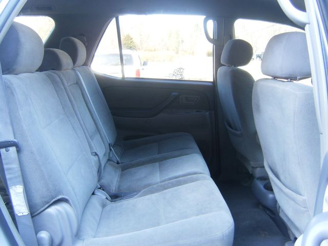 2004 Toyota Sequoia SR5 4WD West Chester, PA 10