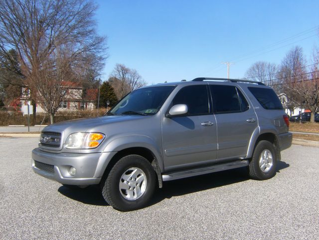 2004 Toyota Sequoia SR5 4WD West Chester, PA 5