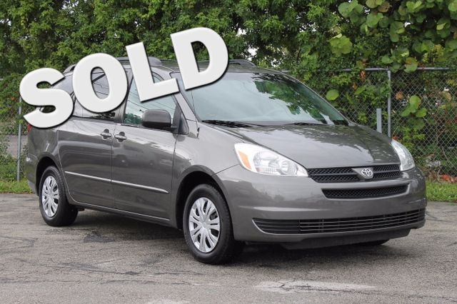 2004 Toyota Sienna LE  WARRANTY CARFAX CERTIFIED 5 SERVICE RECORDS FLORIDA VEHICLE TRADES W