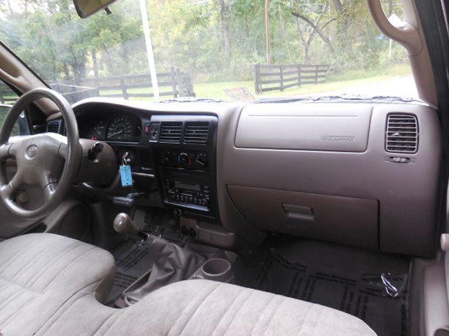 2004 Toyota Tacoma Leesburg, Virginia 17