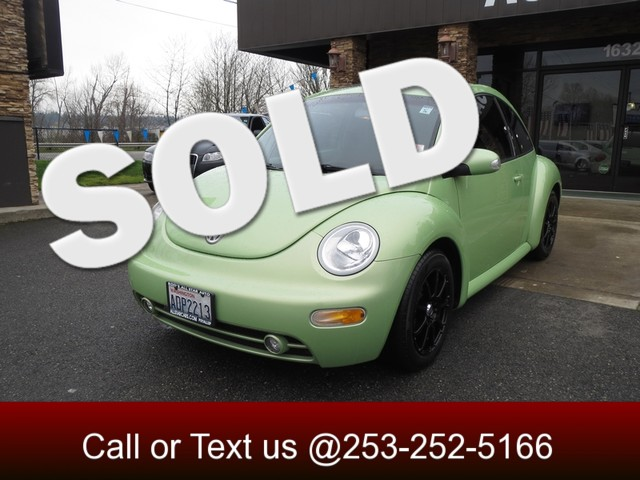 2004 Volkswagen New Beetle GLS The uniquely shaped Volkswagen New Beetle continues to capture atte
