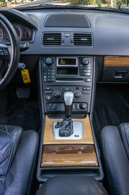 2004 Volvo XC90 Reseda, CA 24