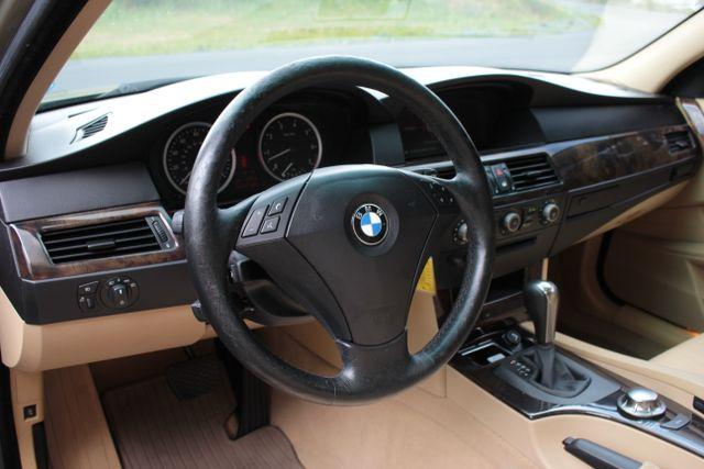 2005 BMW 525i Nav - Sunroof Mooresville , NC 3
