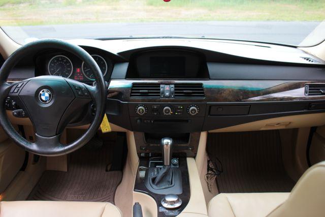 2005 BMW 525i Nav - Sunroof Mooresville , NC 4