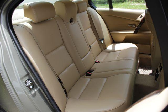 2005 BMW 525i Nav - Sunroof Mooresville , NC 26