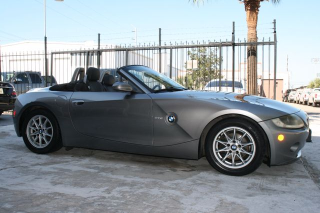 2005 BMW Z4 2.5i Houston, Texas 3