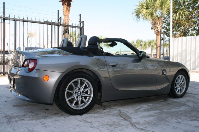 2005 BMW Z4 2.5i Houston, Texas 4
