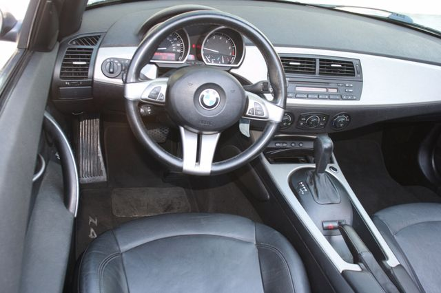 2005 BMW Z4 2.5i Houston, Texas 9
