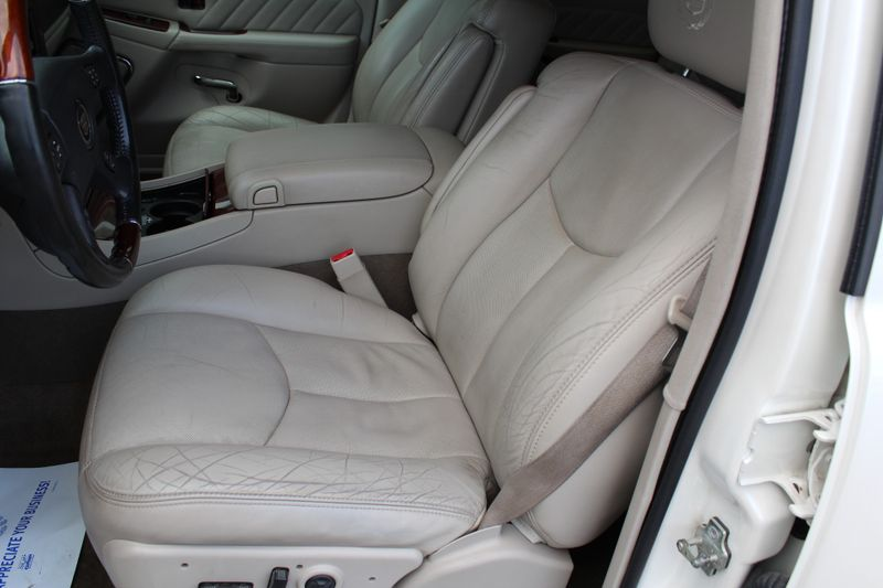 2005 Cadillac Escalade ESV Platinum Edition  Lake Bluff IL  Executive Motor Carz  in Lake Bluff, IL