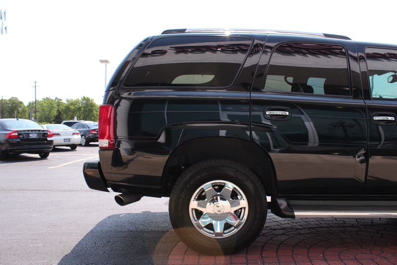 2005 Cadillac Escalade   Lake Bluff IL  Executive Motor Carz  in Lake Bluff, IL