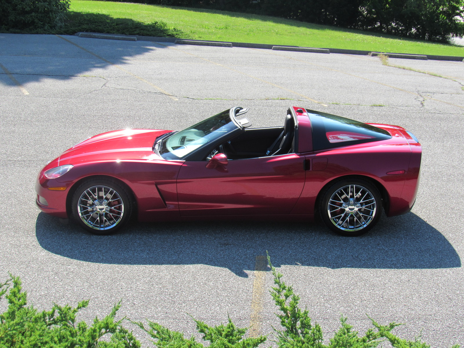 2005 chevrolet corvette coupe magnetic red heads up chrome wheels beautiful car used chevrolet. Black Bedroom Furniture Sets. Home Design Ideas