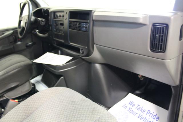 2005 Chevrolet Express Commercial Cutaway cutaway van Roscoe, Illinois 15