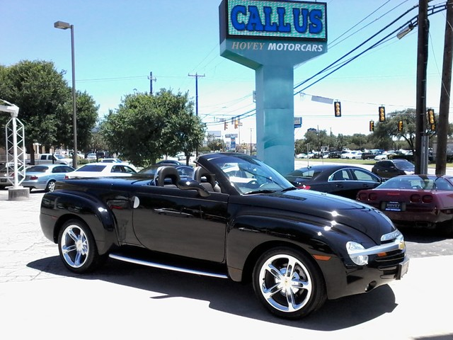 2005 Chevrolet SSR Convertible  1 of 1767 in this color made San Antonio, Texas 0