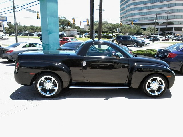 2005 Chevrolet SSR Convertible  1 of 1767 in this color made San Antonio, Texas 9