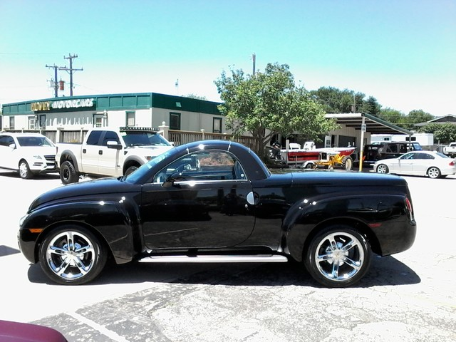 2005 Chevrolet SSR Convertible  1 of 1767 in this color made San Antonio, Texas 7