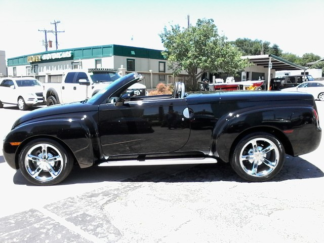 2005 Chevrolet SSR Convertible  1 of 1767 in this color made San Antonio, Texas 3