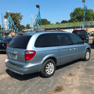 2005 Chrysler Town & Country Touring Memphis, Tennessee 4