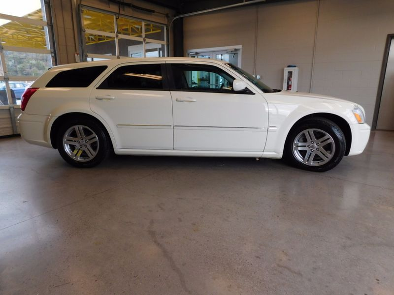 2005 Dodge Magnum RT  city TN  Doug Justus Auto Center Inc  in Airport Motor Mile ( Metro Knoxville ), TN