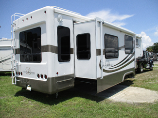 2005 Double Tree W 3 Slides Mobile Suite 38RLS Den Model w Generator  city Florida  RV World of Hudson Inc  in Hudson, Florida
