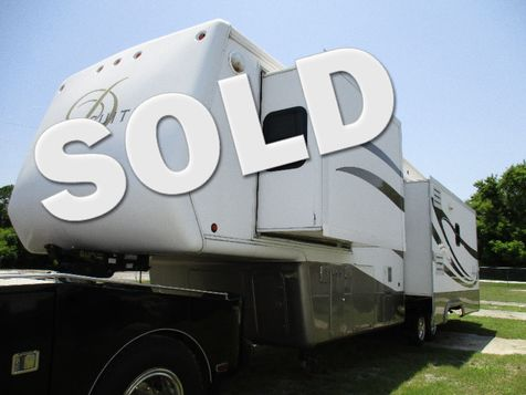 2005 Double Tree W/ 3 Slides Mobile Suite 38RLS Den Model w/ Generator in Hudson, Florida