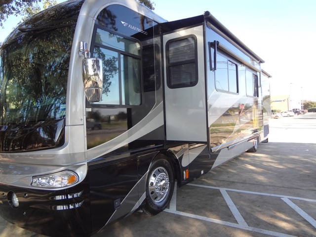2005 Fleetwood Revolution LE 40E Austin , Texas 8