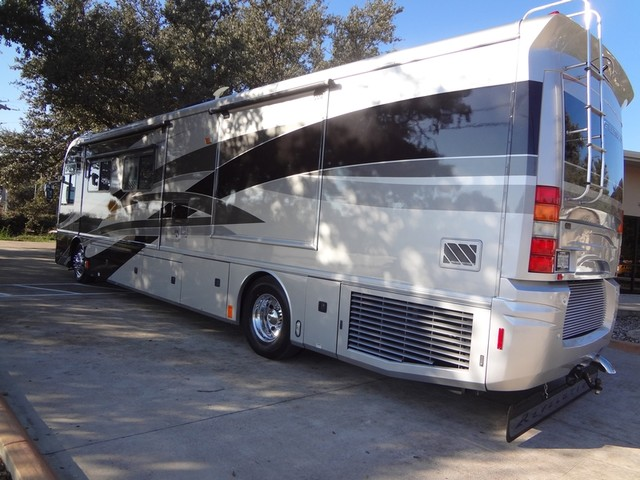 2005 Fleetwood Revolution LE 40E Austin , Texas 2