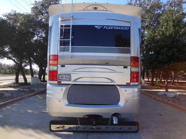 2005 Fleetwood Revolution LE 40E Austin , Texas 3