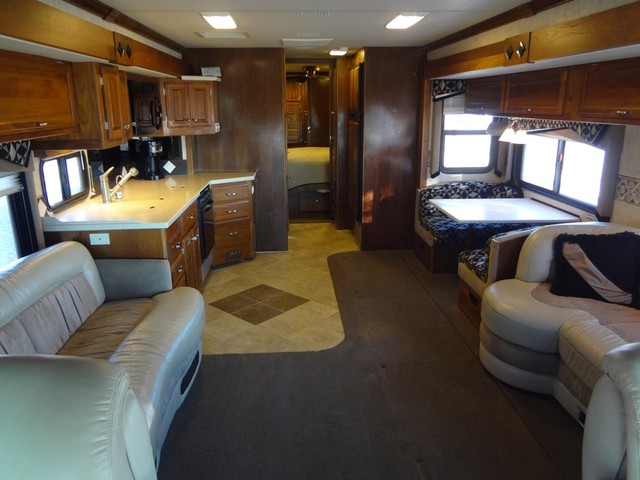 2005 Fleetwood Revolution LE 40E Austin , Texas 46
