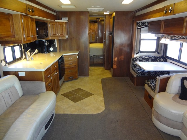 2005 Fleetwood Revolution LE 40E Austin , Texas 49