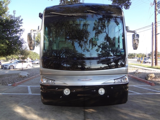 2005 Fleetwood Revolution LE 40E Austin , Texas 6