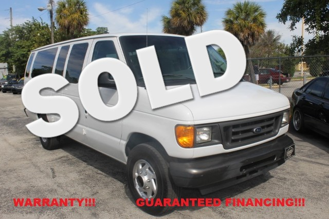 2005 Ford Econoline Wagon XL  WARRANTY AUTOCHECK CERTIFIED 2 OWNERS FLORIDA VEHICLE  Thi