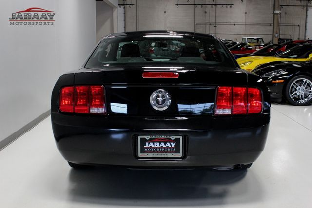 2005 Ford Mustang Deluxe Merrillville, Indiana 3