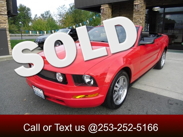 2005 Ford Mustang Deluxe Convertible Want something fast and fun that will turn heads This beautif