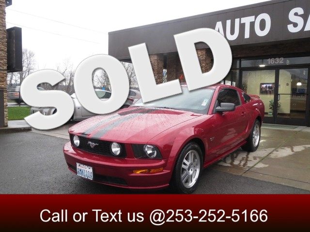2005 Ford Mustang GT Deluxe Make your statement in this beautiful Muscle car this 2005 Pony has st