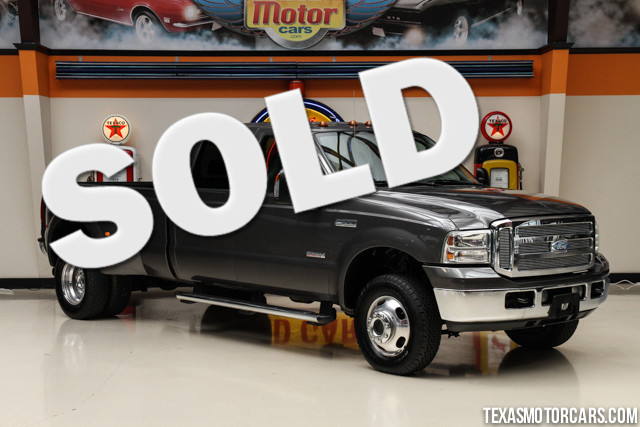 2005 Ford Super Duty F-350 Lariat This Carfax 1-Owner accident-free 2005 Ford Super Duty F-350 DRW