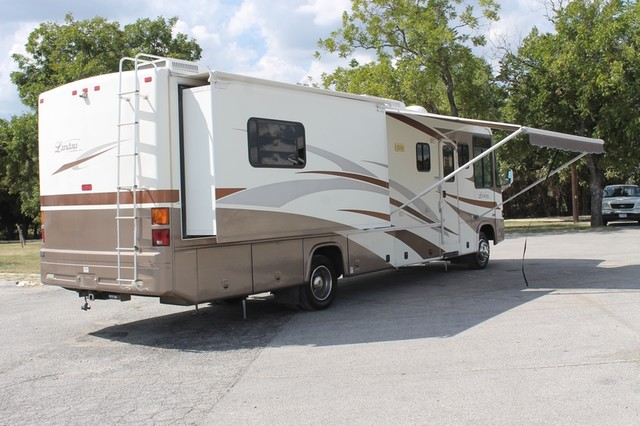 2005 Georgie Boy Landau 3650 San Antonio, Texas 38